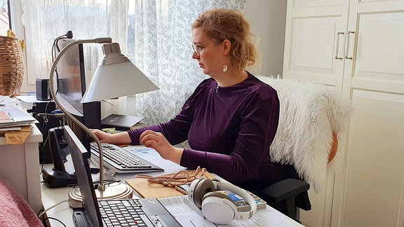 Priska Lachmann arbeitet im Homeoffice