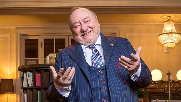 Vítězslav Jandák als Grandhotelbesitzer Thole Bosák Senior