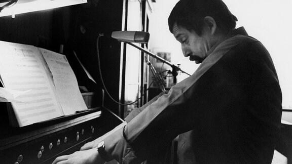 Wolf Biermann am Klavier