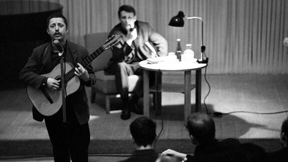 Wolf Biermann bei einem Auftritt Anfang 60er Jahre
