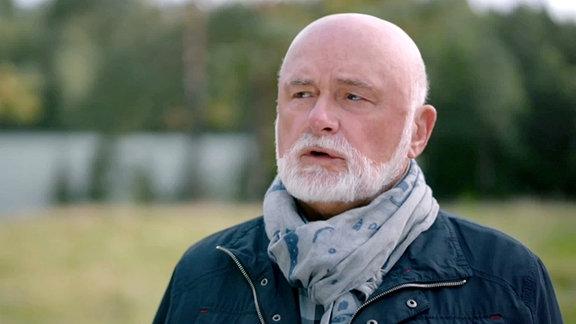 Mann mit weißem Bart