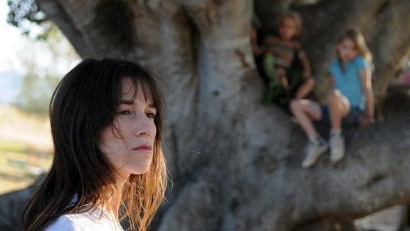 Dawn (Charlotte Gainsbourg) blickt skeptisch in die ungewisse Zukunft.