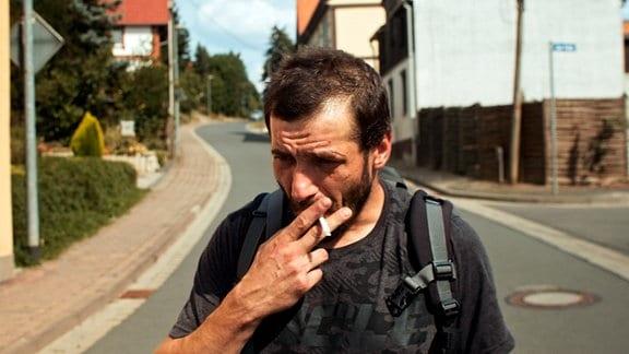 Steffen (Maik Triemer) zweifelt an sich und seinem Glauben.