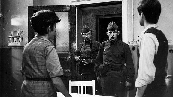 Filmszene: Die Russen kommen - DDR 1968