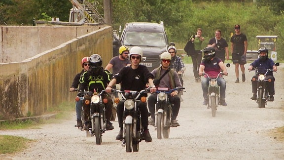Massenausfahrt beim Traktor- und Zweiradtreffen in Remda.