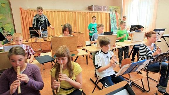 Orchesterprobe unter Kindern und Jugendlichen