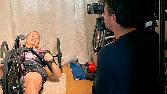 Christiane Reppe trainiert coronabedingt indoor am Handbike