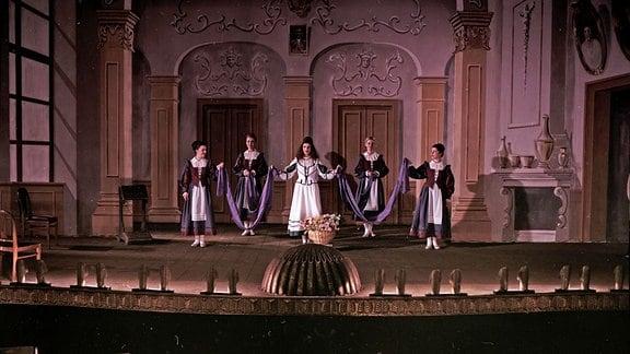 """Ein Bühnenbild der Oper """"Der Freischütz"""""""