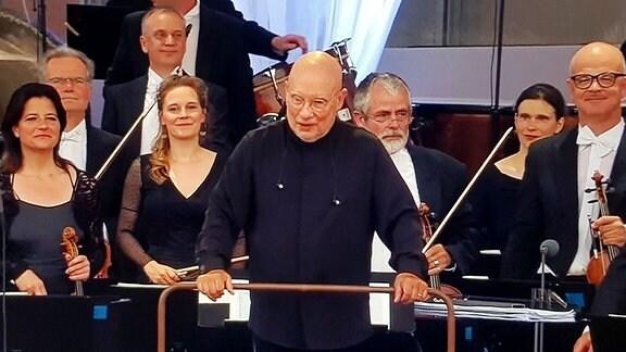 Dirigent Dennis Russell Davies und Wolfgang Max