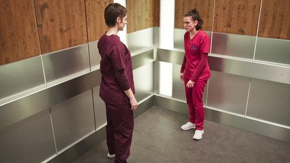 Eine Ärztin ist mir ihrer Kollegin in den Fahrstuhl gegangen, damit diese ihre Wut ablassen kann