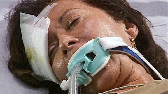 Elenas Mutter Maria hatte einen Unfall.