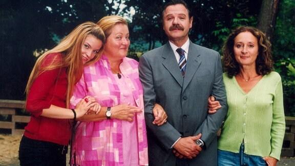 Ein Gruppenbild mit drei Frauen und einem Mann