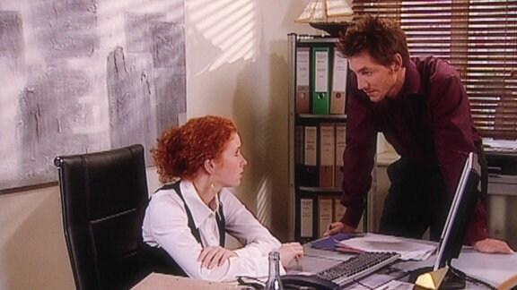 Emma wird zum Vorstellungsgespräch ins Grandhotel eingeladen und muss absagen. Lennhard kann es nicht glauben, dass Emma die Chance ihres Lebens vermasselt.