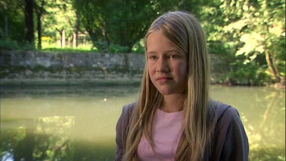 Ein Mädchen am Fluß