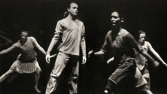 Archivbild: Schwarzweissfoto einer Tanzszene