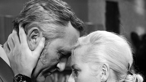 Günter Naumann als Chief Paul Weyer (li) und Thea Elster als Barbara Weyer (re)