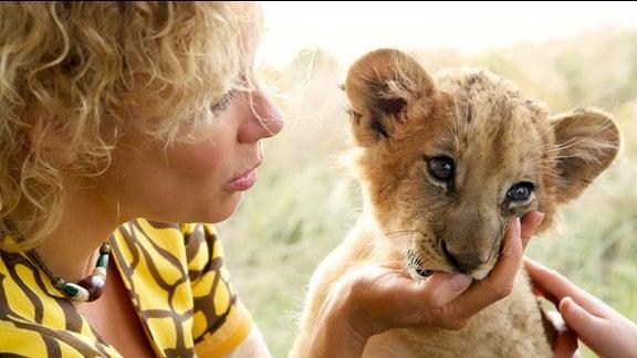 In Südafrika betreibt Clarissa (Katja Riemann) eine Safari-Lodge.
