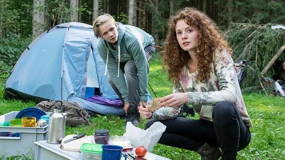 David Richthofen (Nico Liersch) und Mila Leitner (Nadja Sabersky)