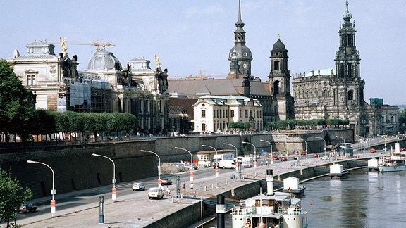Brühlsche Terrasse mit Anlegestelle