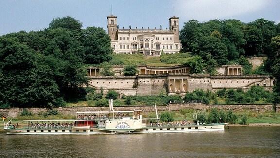 Schloss Albrechtsberg, Raddampfer auf der Elbe