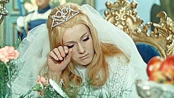 Die Prinzessin weint.