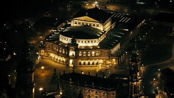 Die dredener Semper Oper bei Nacht