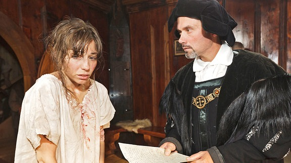 Andreas Erfurt als Bürgermeister und Sibylle Prätsch als Maria Kleinecke