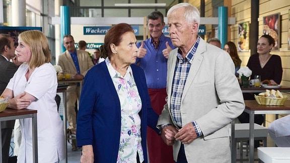 Ursula Karusseit als Charlotte Gauss und Rolf Becker als Otto Stein