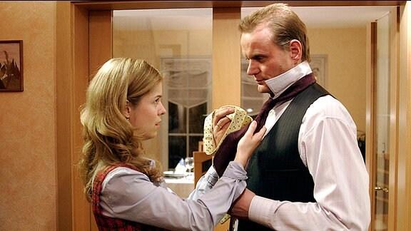 Kati (Luise Helm) mit ihrem Vater Jan (Devid Striesow)