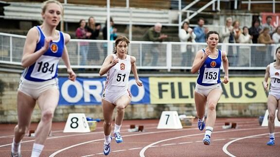 Judit Bárdos als Anna bei einem Rennen