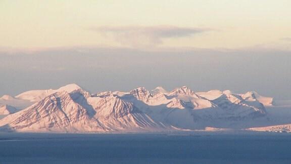 In Tiefflug zum Nordpol - Verscheite Berge