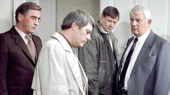 Jürgen Frohriep (Oberleutnant Hübner), Rolf Mey-Dahl (Winfried Dosse), Günter Junghans (Karlheinz Dosse), Peter Borgelt (Hauptmann Fuchs) (v.l.n.r.)