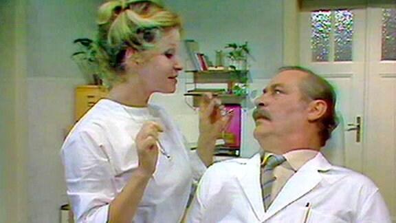 Dr. Wittkugel hat Zahnschmerzen und Angst vor dem Zahnarzt. Doch Häppchen fühlt ihm gehörig auf den Zahn.