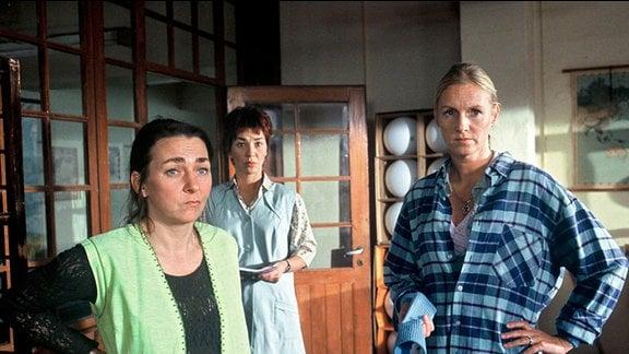 Anke (Steffi Kühnert, l.), Lilo (Anja Franke, Mitte) und Ruth (Carolin Fink,r.)