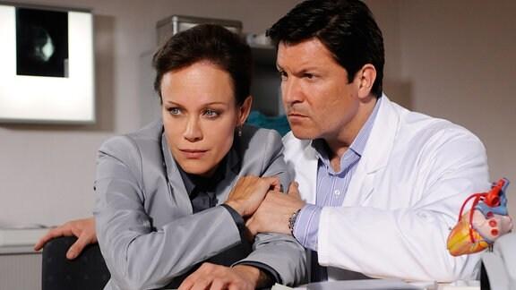 Francis Fulton Smith als Dr. Christian Kleist und Sonja Kirchberger als Tine Böhling