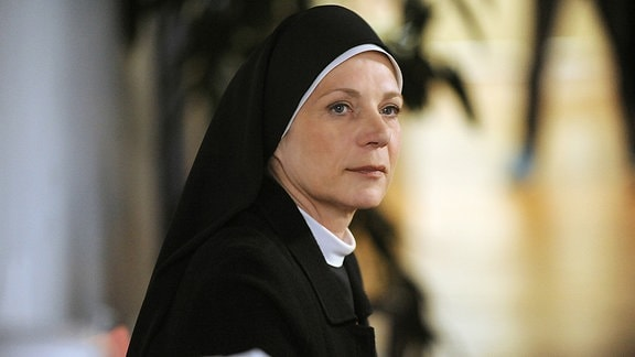 Nina Hoger als Oberin Theodora