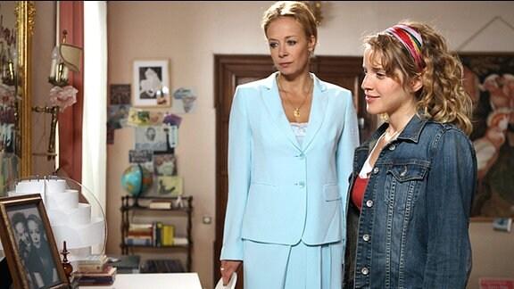 Charlotte (Katja Riemann) und ihre Nichte Stella (Paula Kalenberg)