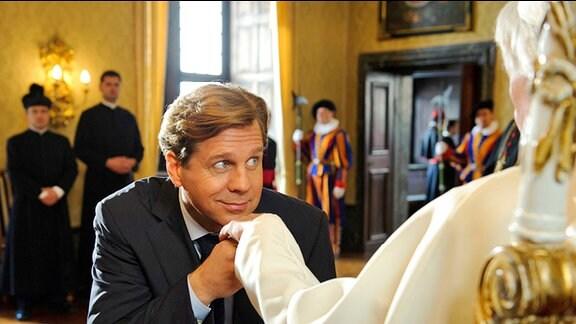 Journalist Michael erhält eine Audienz beim Heiligen Vater.