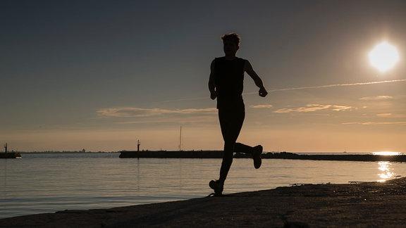 Ein Sportler beim Laufen.