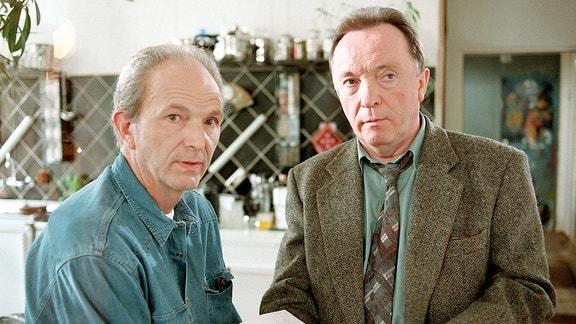 Paul Winter (Michael Gwisdek) und Kommissar Ehrlicher (Peter Sodann).
