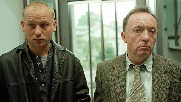 Kommissare Kain (Bernd-Michael Lade) und Ehrlicher (Peter Sodann) v.l.