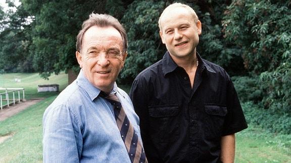Die Kommissare Ehrlicher (Peter Sodann, links) und Kain (Bernd Michael Lade)