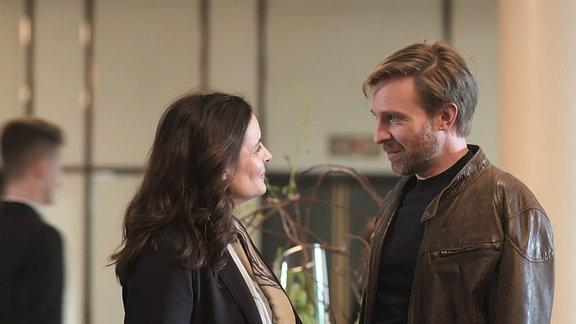 Dr. Susanne Mertens (Elisabeth Lanz) und Hannes Zoller (Hugo Grimm)