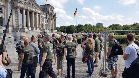Einsatzveteranen vor dem Reichstag in Berlin