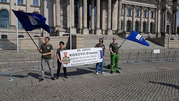 Aktion des BDV vor dem Reichstag in Berlin zum Thema Wertschätzung für Einsatzkräfte