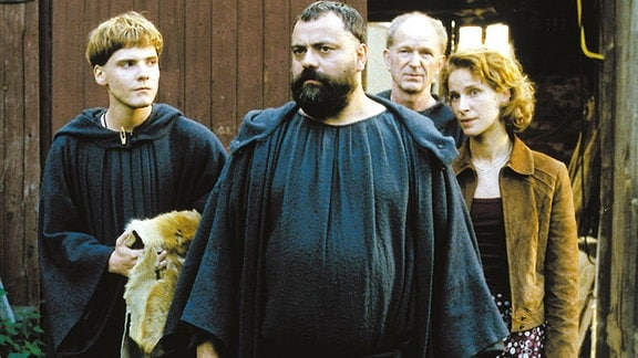 Tassilo (Matthias Brenner, Mitte) zieht es zum Bauernhof seiner Mutter nach Thüringen, und Arbo (Daniel Brühl, links), Benno (Michael Gwisdek) und Chiara (Chiara Schoras) begleiten ihn.