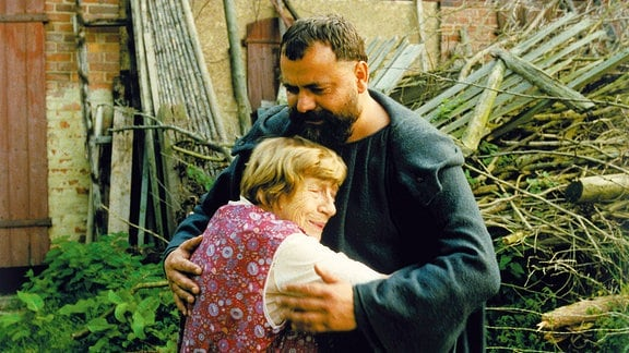 Tassilos Mutter (Christel Peters) hat ihren Sohn (Matthias Brenner) seit vielen Jahren nicht mehr gesehen.