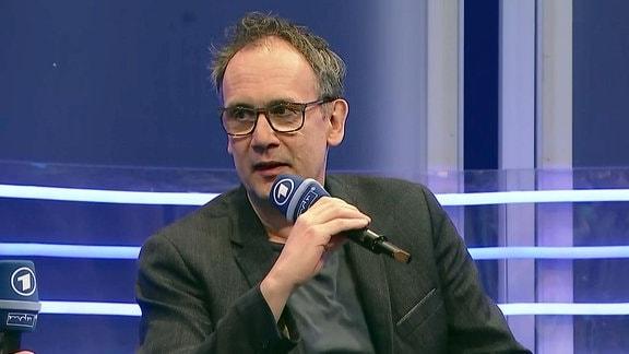 Volker Kutscher auf der Bühne der Buchmesse in Leipzig.
