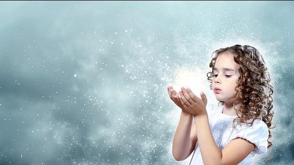 Kind mit magischen Licht.