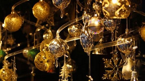 gold glänzender Weihnachtsschmuck